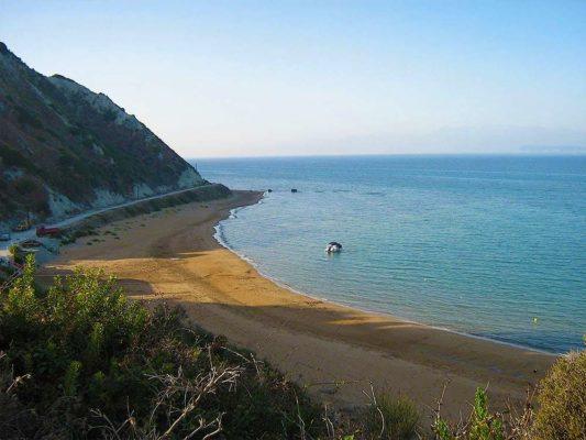 mathraki beach 2 533x400 1